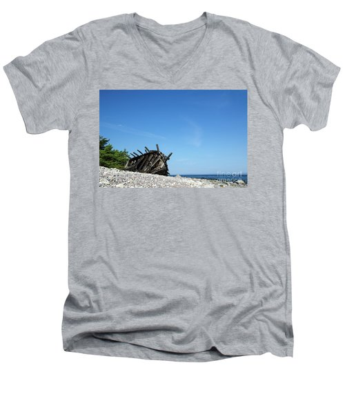 Men's V-Neck T-Shirt featuring the photograph The Final Rest by Kennerth and Birgitta Kullman