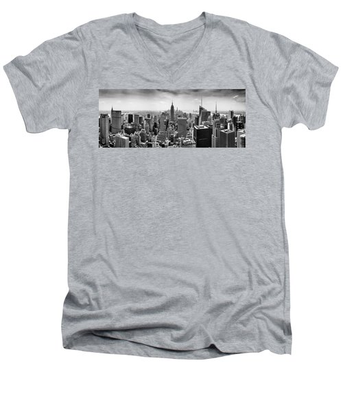 New York City Skyline Bw Men's V-Neck T-Shirt