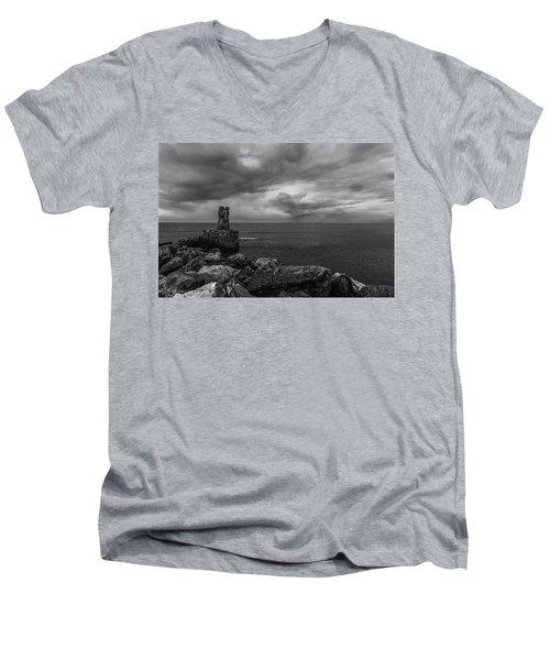 The Waiting Men's V-Neck T-Shirt