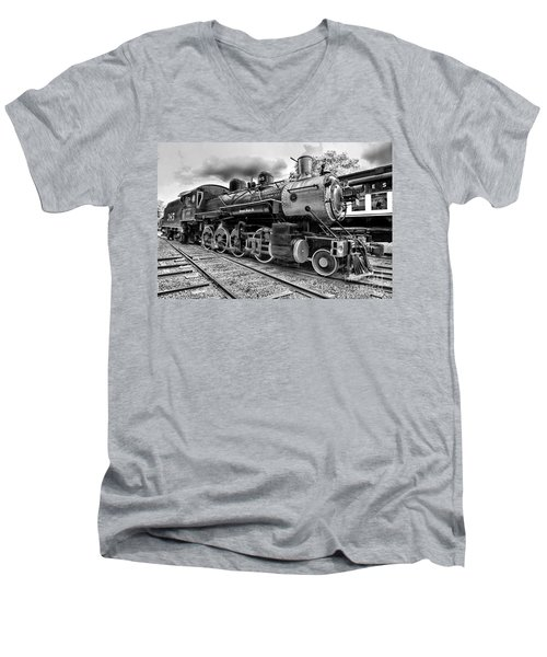 Train - Steam Engine Locomotive 385 In Black And White Men's V-Neck T-Shirt
