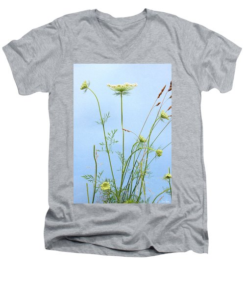 Tuft Of Queen Anne's Lace Men's V-Neck T-Shirt