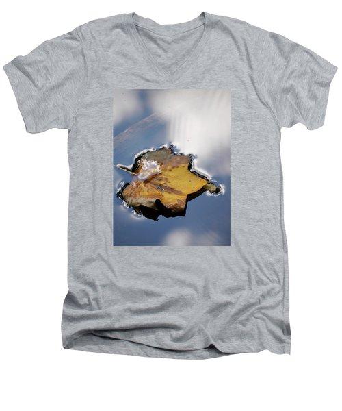 Tulip Leaf On Water Men's V-Neck T-Shirt