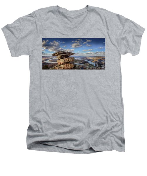 Umbrella Rock Overlooking Moccasin Bend Men's V-Neck T-Shirt