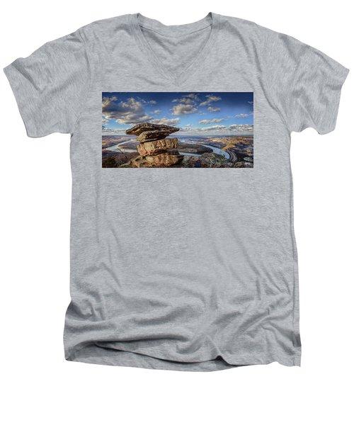 Umbrella Rock Overlooking Moccasin Bend Men's V-Neck T-Shirt