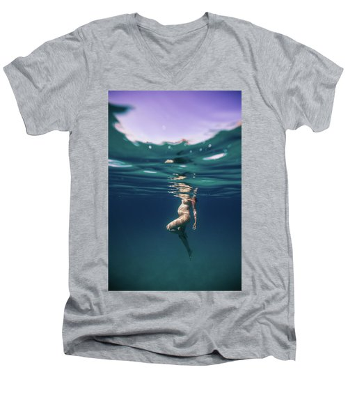 Underwater Pregnant Men's V-Neck T-Shirt