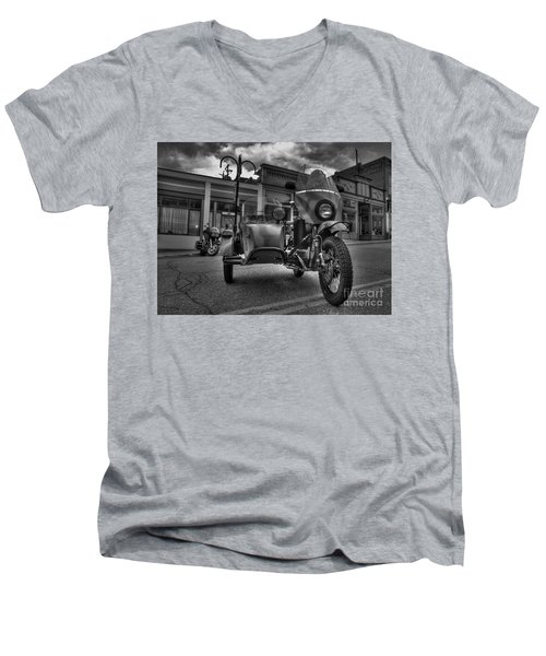 Ural - Bw Men's V-Neck T-Shirt