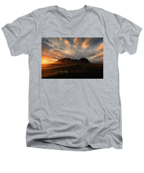 Vestrahorn Men's V-Neck T-Shirt