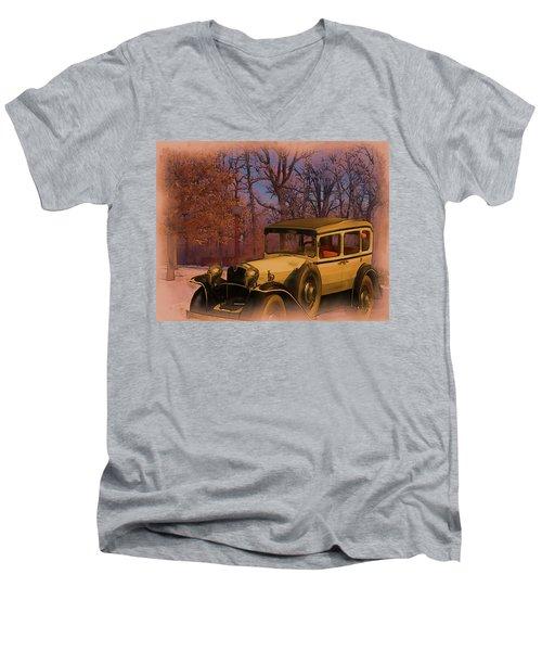 Vintage Auto In Winter Men's V-Neck T-Shirt