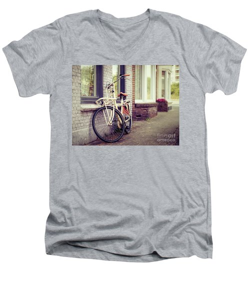 Vintage Bike Men's V-Neck T-Shirt