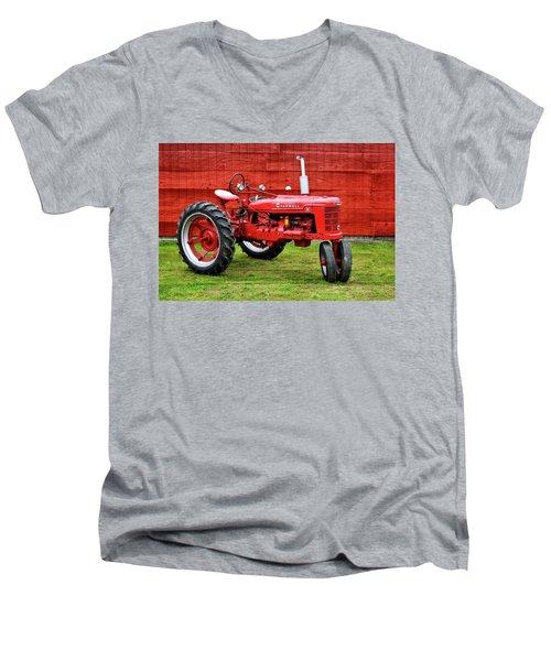 Vintage Farmall Tractor With Barnwood Men's V-Neck T-Shirt