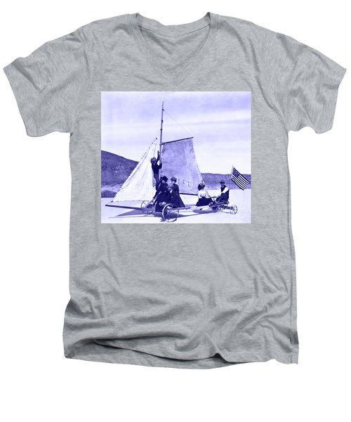 Vintage Ladies And Gentlemen Sail On The Desert Queen Men's V-Neck T-Shirt