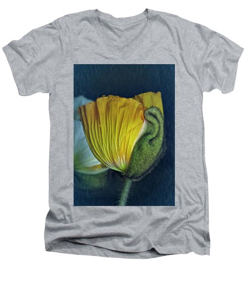 Men's V-Neck T-Shirt featuring the photograph Vintage Poppy 2017 No. 1 by Richard Cummings