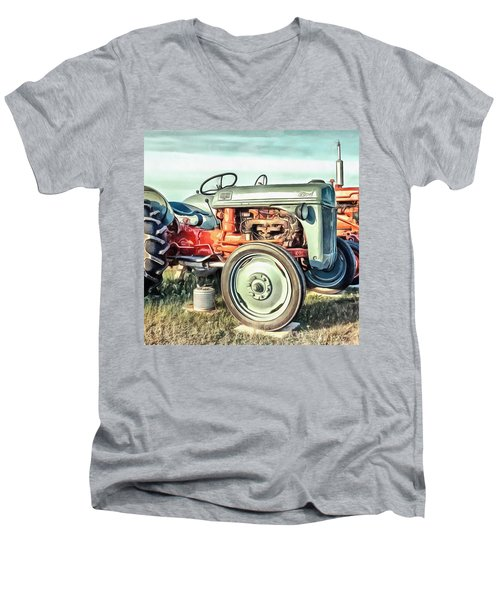 Vintage Tractors Pei Square Men's V-Neck T-Shirt