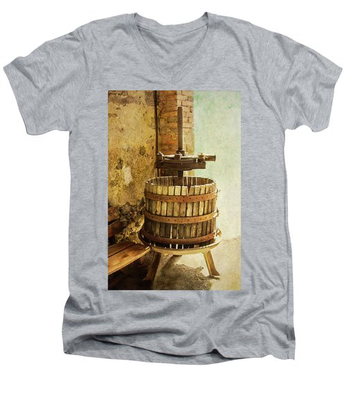 Vintage Wine Press Men's V-Neck T-Shirt