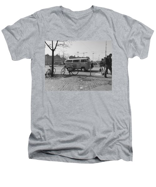 Vw Oldie Men's V-Neck T-Shirt