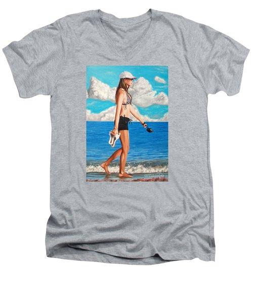 Walking On The Beach - Caminando Por La Playa Men's V-Neck T-Shirt