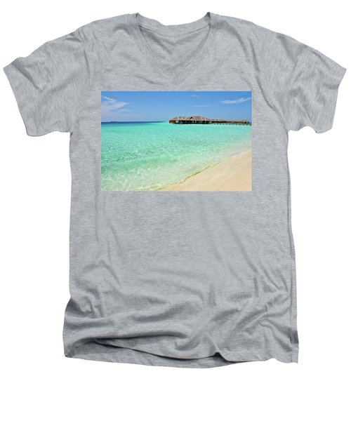 Warm Welcoming. Maldives Men's V-Neck T-Shirt