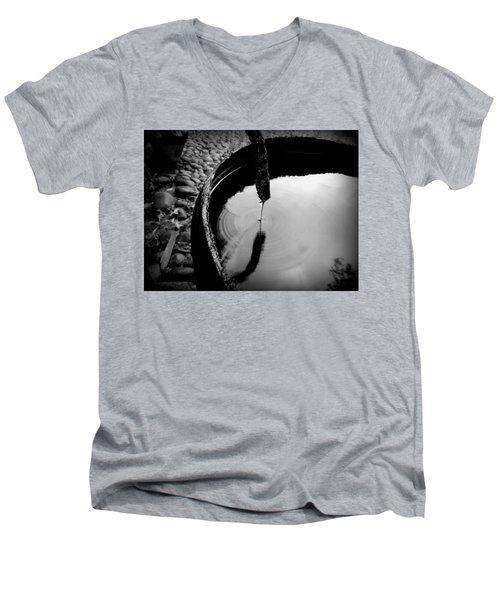 Water Rings Men's V-Neck T-Shirt