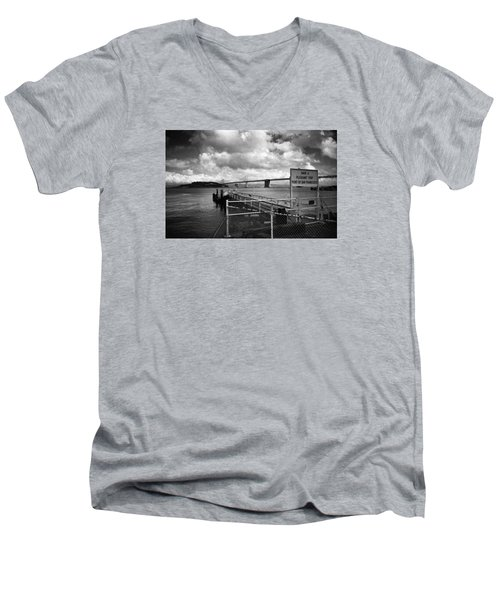 Waterfront San Francisco Men's V-Neck T-Shirt