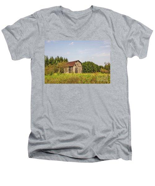 Weathered Barn Basking In The Summer Sun Men's V-Neck T-Shirt