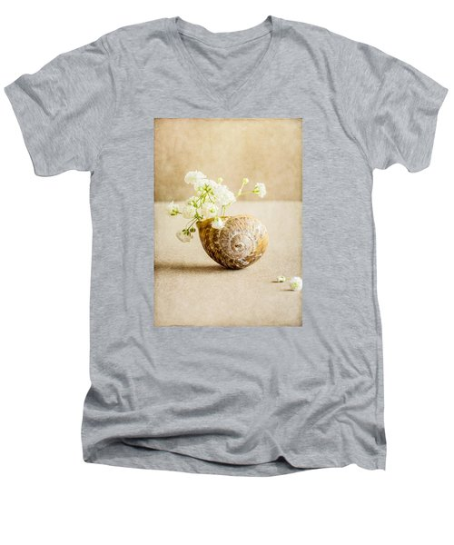Wee Vase Men's V-Neck T-Shirt