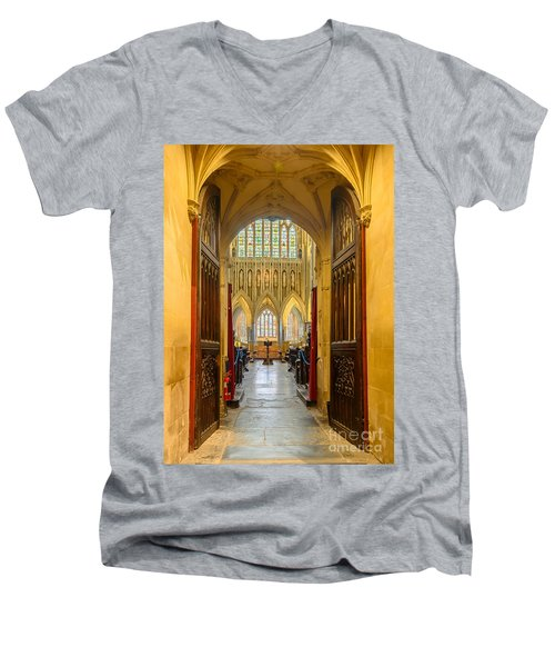 Wellscathedral, The Quire Men's V-Neck T-Shirt by Colin Rayner