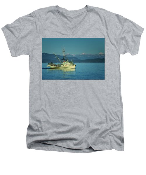 Men's V-Neck T-Shirt featuring the photograph Western King At French Creek by Randy Hall