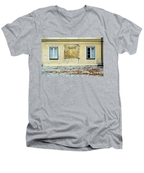 Wiener Wohnhaus Men's V-Neck T-Shirt