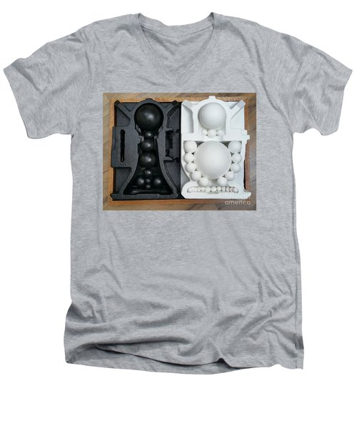 Willendorf Wedding 2 Men's V-Neck T-Shirt