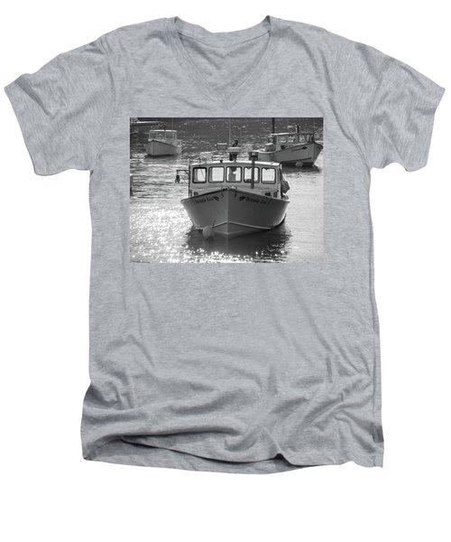 Winter Harbor, Maine  Men's V-Neck T-Shirt
