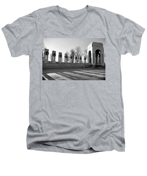 World War 2 Memorial Bw Men's V-Neck T-Shirt