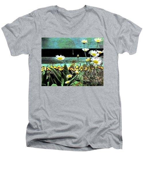 Yellow Kayaks Men's V-Neck T-Shirt
