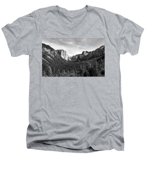 Yosemite B/w Men's V-Neck T-Shirt