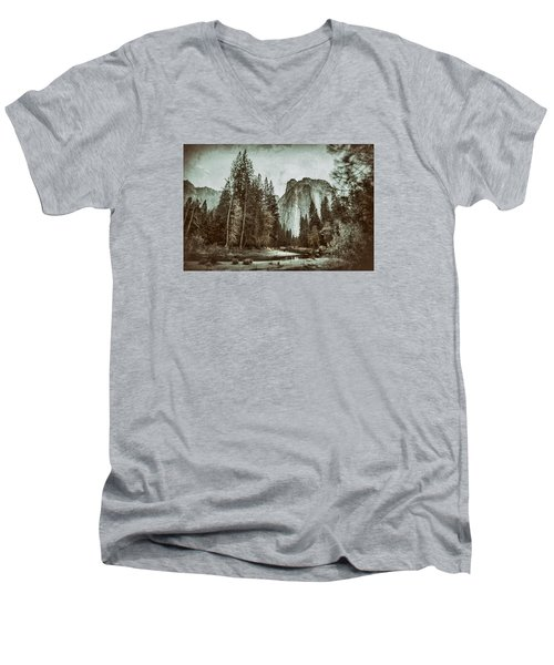 Yosemite National Park Men's V-Neck T-Shirt