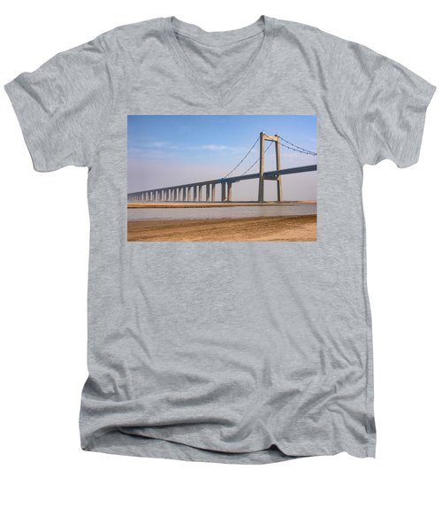 Zhengzhou Taohuayu Huanghe Bridge  Men's V-Neck T-Shirt
