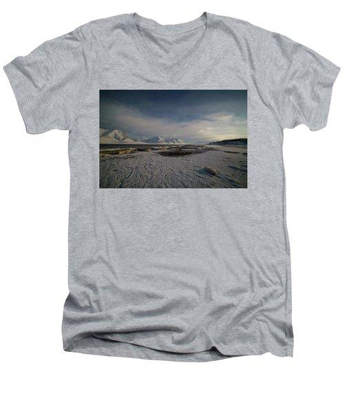 Adventfjorden Men's V-Neck T-Shirt