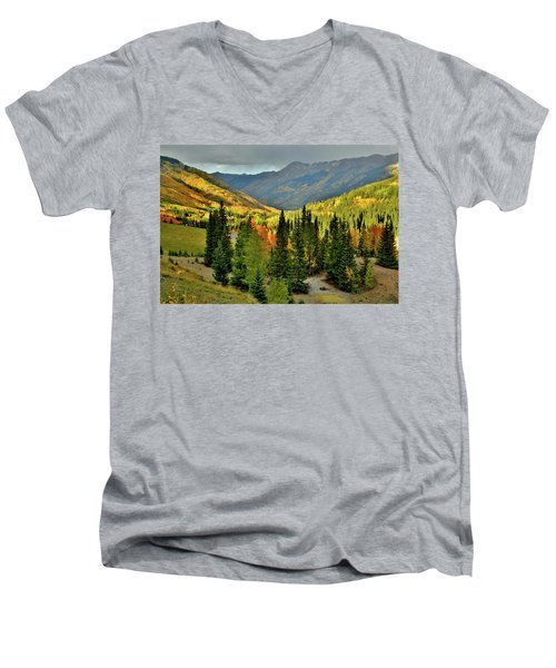 Looking North From Red Mountain Pass Men's V-Neck T-Shirt