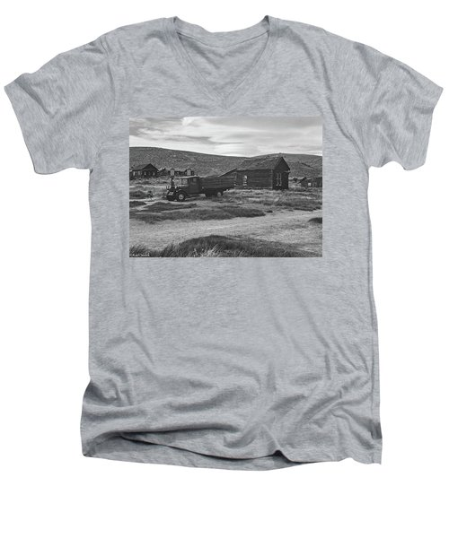Bodie California Men's V-Neck T-Shirt