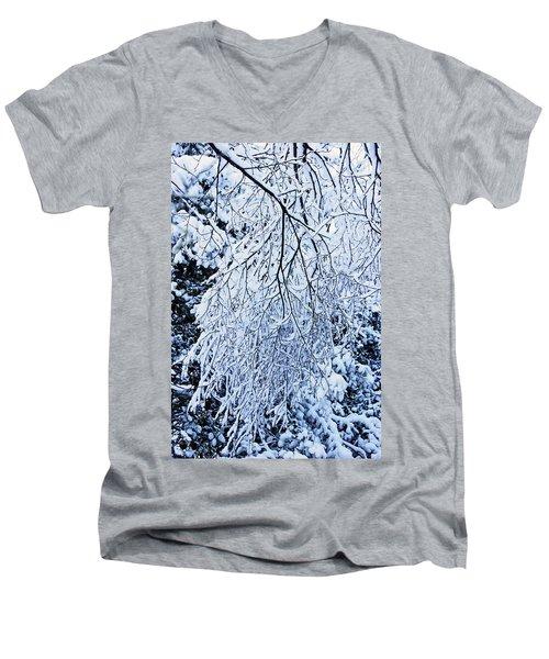 30/01/19  Rivington. Snow Covered Branches. Men's V-Neck T-Shirt