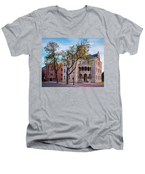 Architectural Photograph Of The Comal County Courthouse In Downtown New Braunfels Texas Hill Country Men's V-Neck T-Shirt