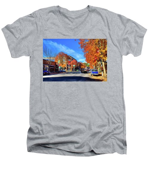 Men's V-Neck T-Shirt featuring the photograph Autumn In Pullman by David Patterson