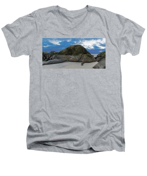 Beach Details Men's V-Neck T-Shirt