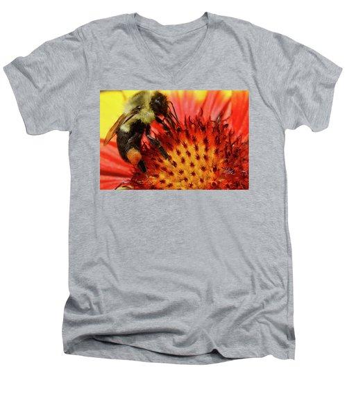 Bee Red Flower Men's V-Neck T-Shirt