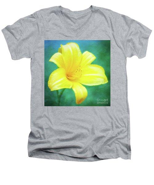 Buttered Popcorn Daylily In Her Glory Men's V-Neck T-Shirt