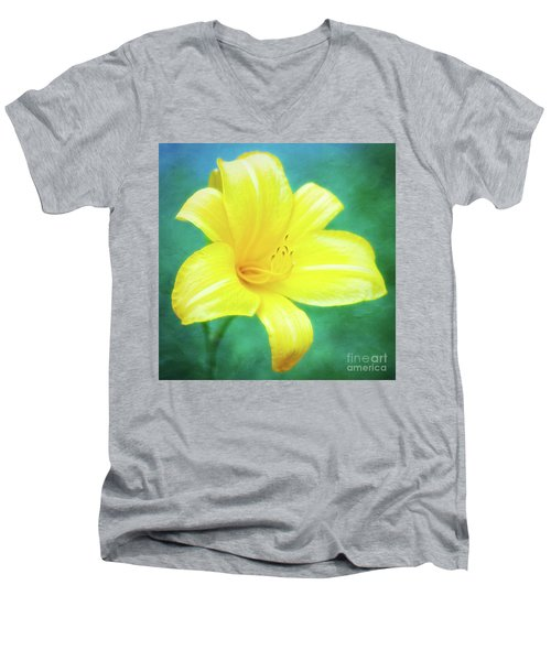 Buttered Popcorn Daylily In Her Glory Men's V-Neck T-Shirt