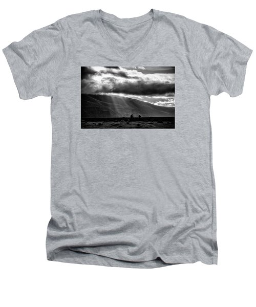 Capturing Rowena Men's V-Neck T-Shirt