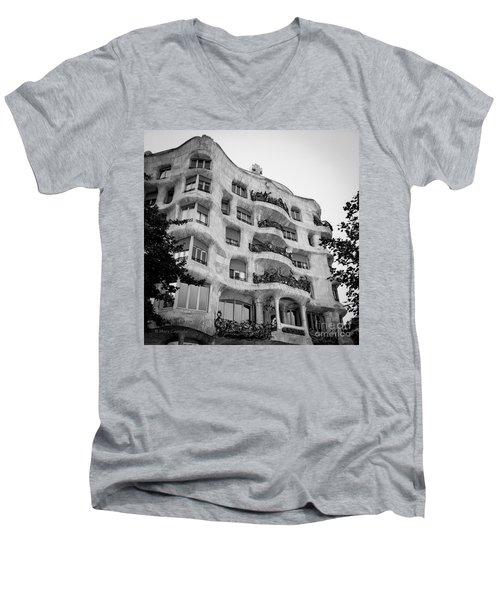 Casa Mila Men's V-Neck T-Shirt