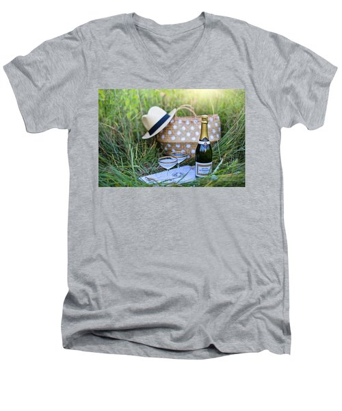 Chic Picnic Men's V-Neck T-Shirt