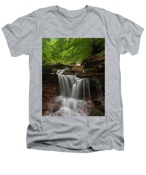 Cold River Men's V-Neck T-Shirt