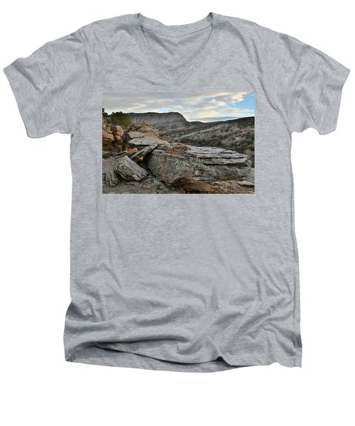 Colorful Overhang In Colorado National Monument Men's V-Neck T-Shirt